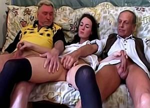 Hete nicht geniet van de penis van haar neven